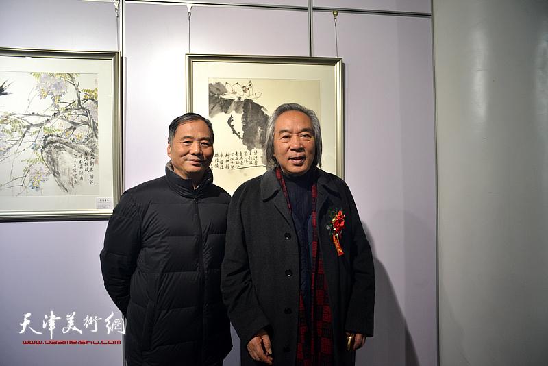 霍春阳、邢立宏在书画展现场。