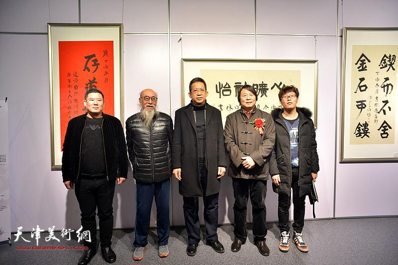李毅峰、杨跃泉、张未然在书画展现场。