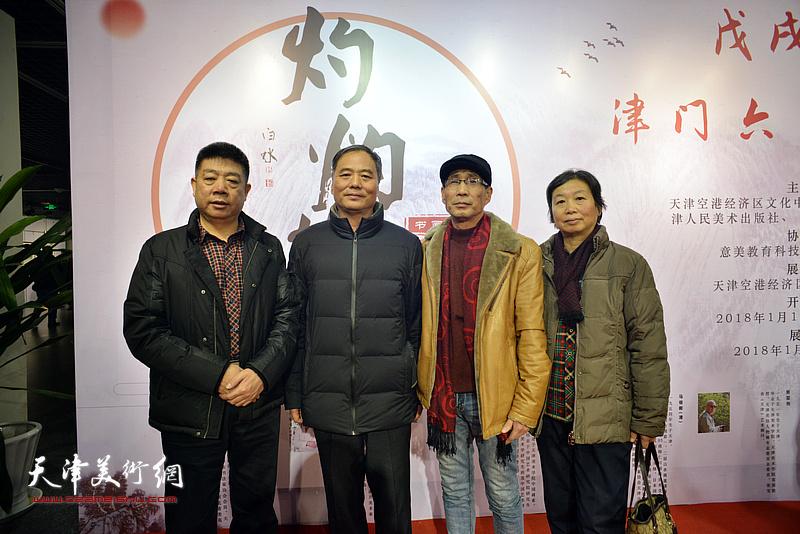 左起:张养峰、邢立宏、卢炳剑、许鸿茹在书画展现场。