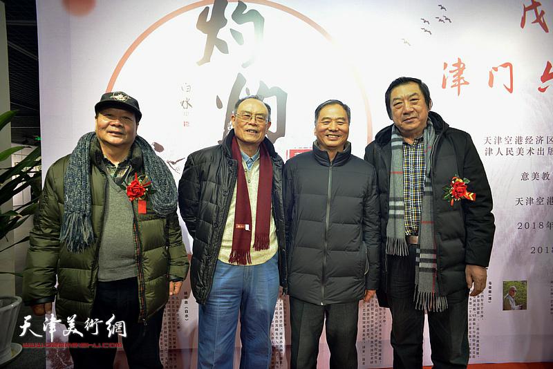 左起:蔡长奎、费超杰、邢立宏、孙玉河在书画展现场。