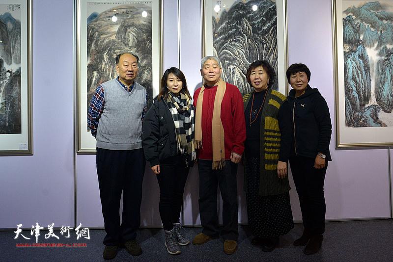 左起:刘兆凯、刘杨、高杰、李淑珍在书画展现场。