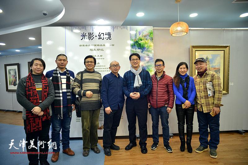 左起:范宁、郑伟、刘波、阚传好、滑寒冰、陶学仕、陈俊伊、路学正在展览现场。