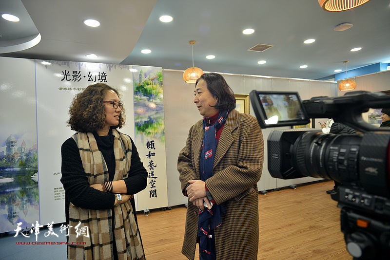 杨亦谦、陶香莲在展览现场。