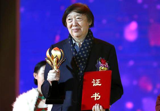 """著名作家、文学家、民间文艺家冯骥才荣获""""中国文联终身成就民间文艺家""""荣誉称号。"""