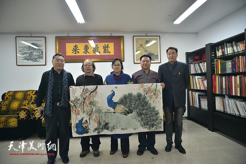 左起:关志英、董振涛、谭翃晶、杨领军、郭小旭在活动现场。