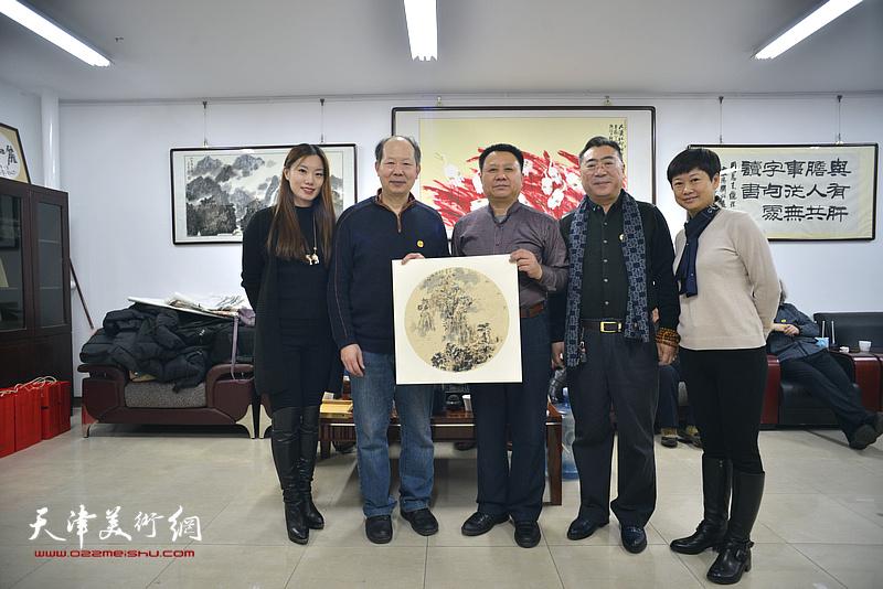 左起:周雅慧、邬海清、杨领军、关志英、吴忠玲在活动现场。