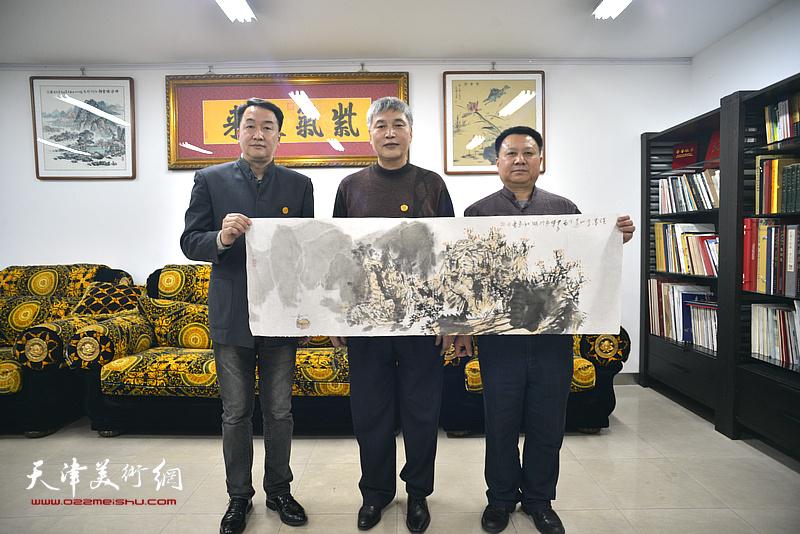 左起:郭小旭、申世辉、杨领军在活动现场。