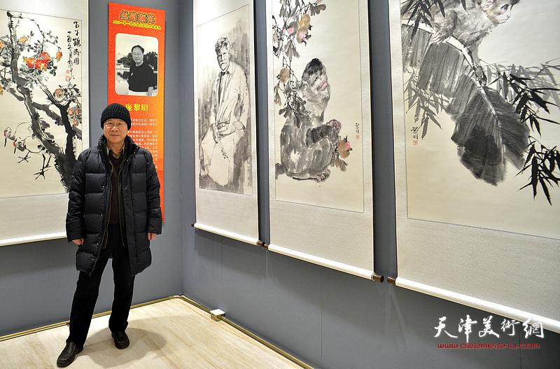 """庞黎明在""""丝路撷英——2018一带一路书画名家作品展""""现场。"""
