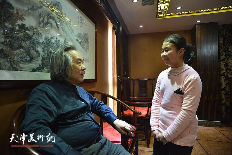 霍春阳与新弟子李思瑶。