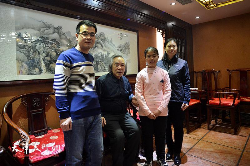 霍春阳、李金龙、张艳杰、李思瑶在拜师收徒现场。