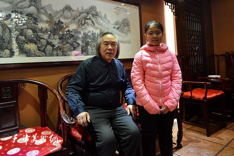 霍春阳、李思瑶在拜师收徒现场。