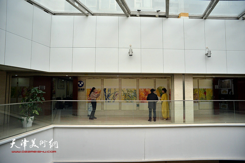 """""""百花迎春,有""""壶'同享—肖映梅彩墨大写意画展""""1月21日在北京怡品画院美术馆开幕。"""