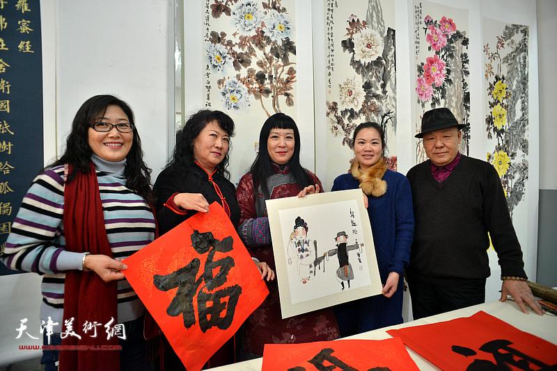 刘凤棋、黄雅丽、罗玉兰在活动现场。