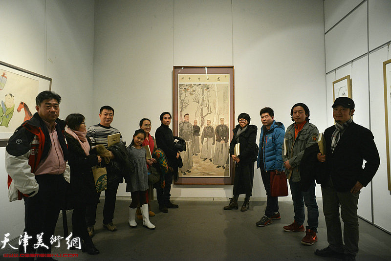 李孝萱、吕秀英、梁健、顾素文、王牧羽等在画展现场。