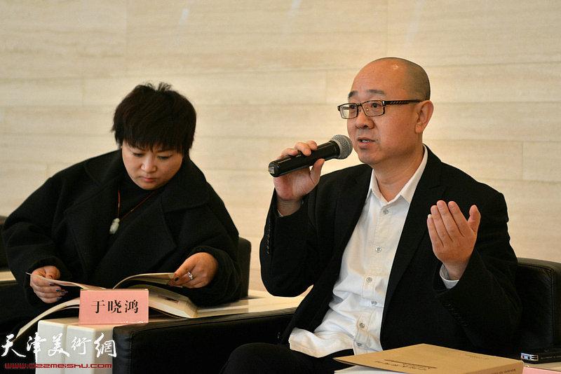 画展学术主持、天津美术馆馆长马驰发言。