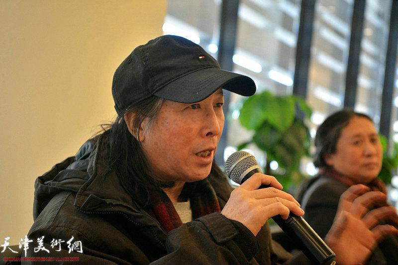 天津美术学院教授周世麟发言。