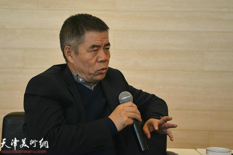 策展人、天津画院青创中心主任杨维民发言。