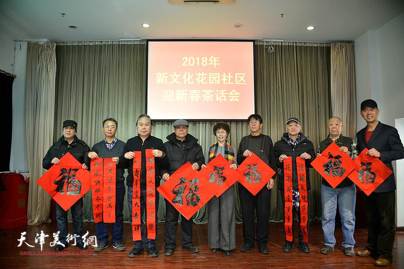 左起:马永庆、李金恒、周志军、吴玉增、张岩、杨金池、冯士刚、谢纯灏、李新明在活动现场。