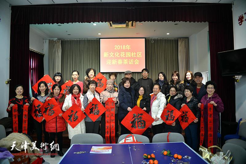 洪喆文化书画院贺新春,墨香飘进新文化社区。