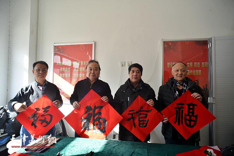 左起:洪喆文化书画院书画家李金恒、周志军、马永庆、冯士刚在活动现场。