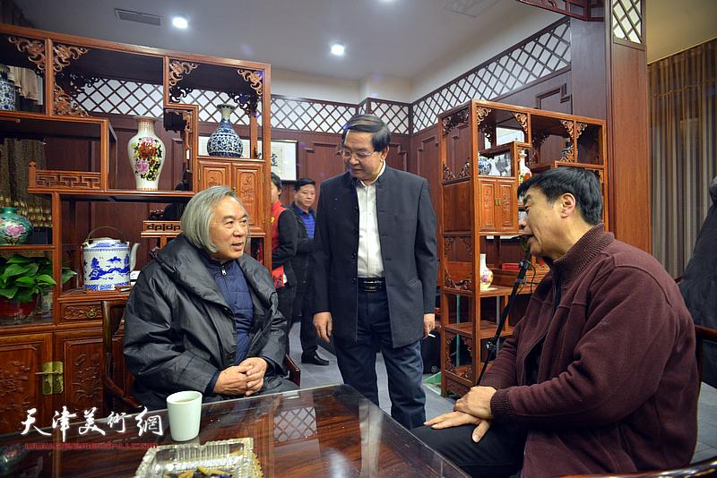 霍春阳、姜维群、张长勇在活动现场。