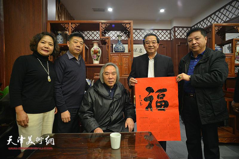 霍春阳、张长勇、张养峰、秦远明、孙秀琴在活动现场。