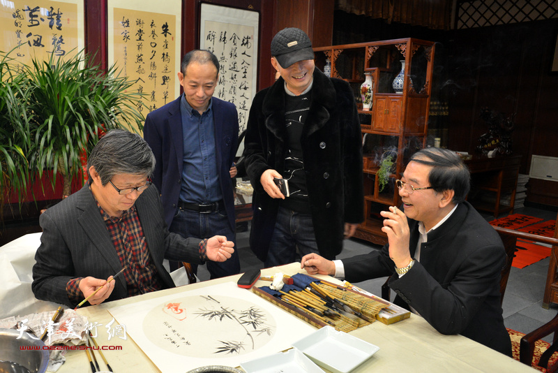 张长勇、启荣、贾万庆在新春笔会现场。