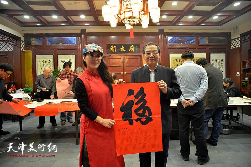 张长勇、李盟在新春笔会现场。