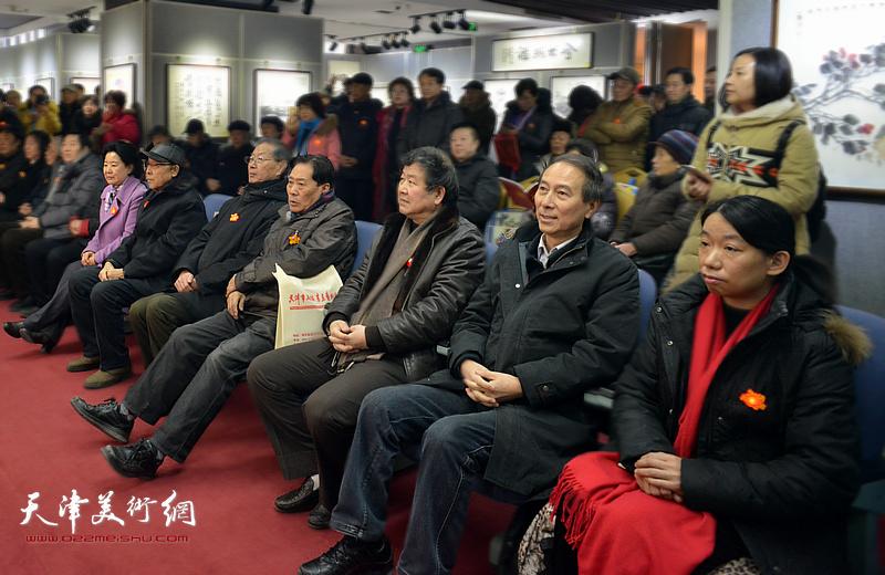 左起:曹秀荣、李清和、刘建华、王峰、王学书、马竞、庄雪阳在开幕仪式上。