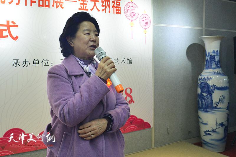 天津市政协原副主席、天津市政协书画艺术研究会名誉会长曹秀荣致辞并宣布画展开幕。