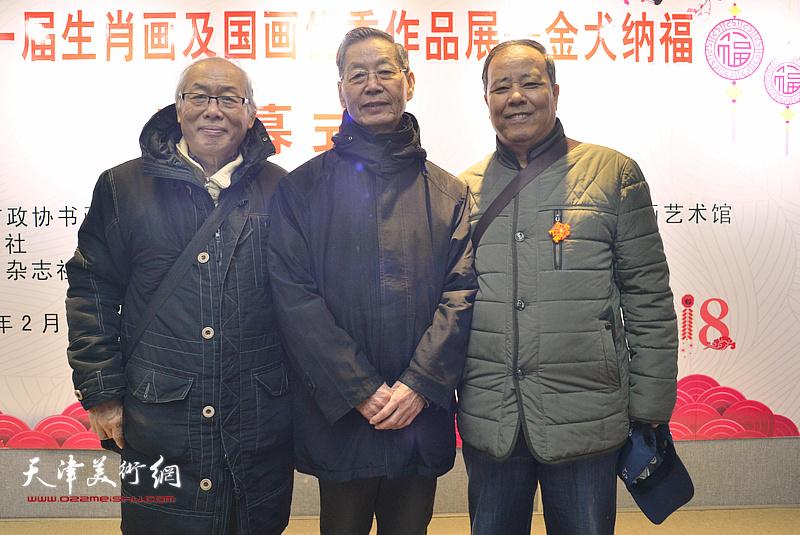 左起:蔡金顺、刘建华、邱和法在画展现场。
