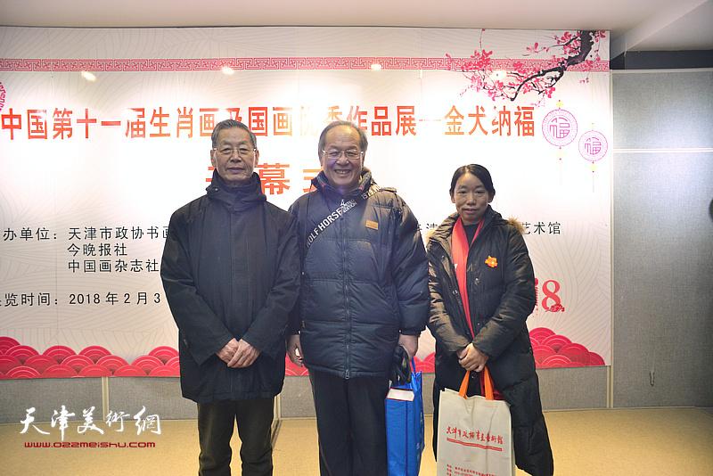 左起:刘建华、姜钧杰、庄雪阳在画展现场。
