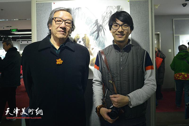 王家斌、张一辰在画展现场。