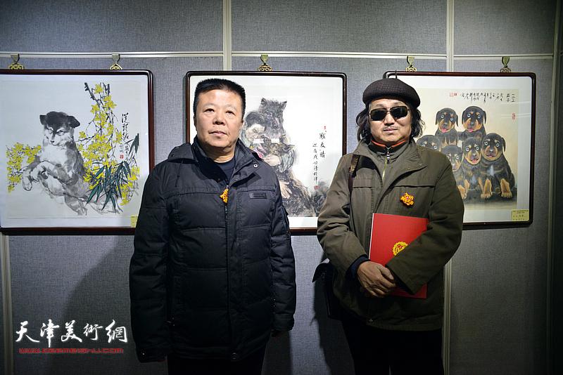 潘晓鸥、陈学周在画展现场。