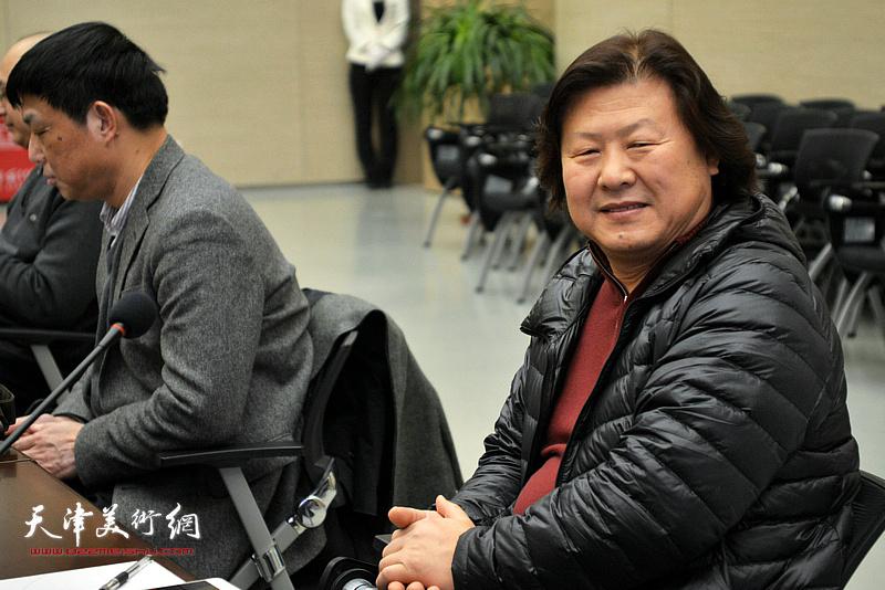 姜中立在主题艺术研讨会上。