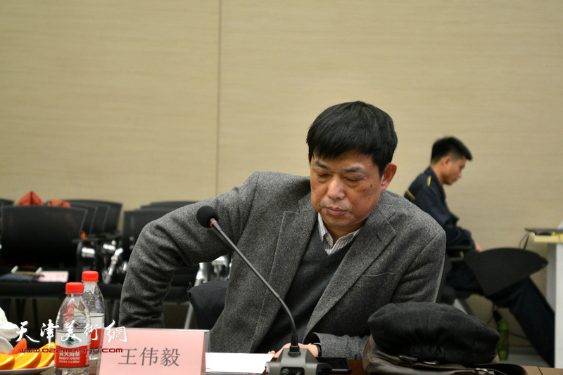 王伟毅在主题艺术研讨会上。