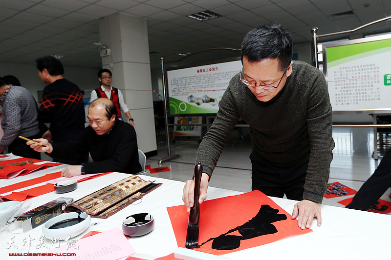 书法家走进滨海新区职工公寓写春联送祝福
