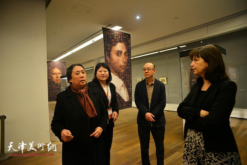 佛罗朗斯·维吉耶—杜泰伊、郑岱、马驰在展览现场。