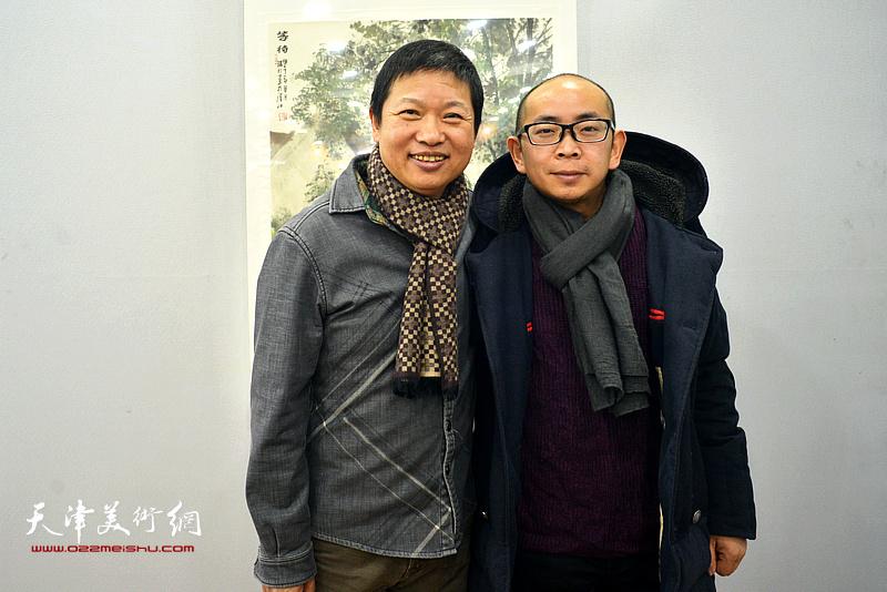 魏瑞江与阚传好在画展现场。