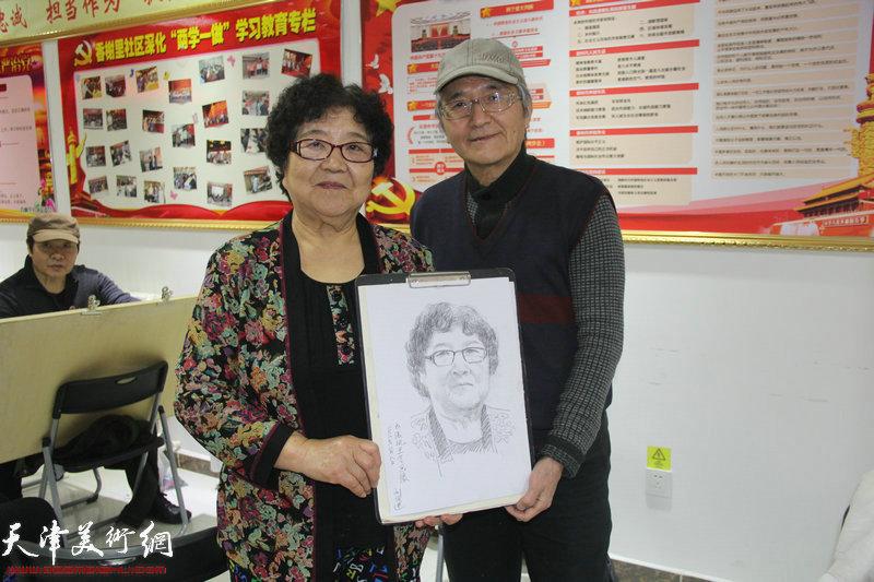画家刘武进向居民赠送画作