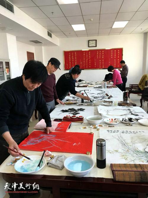 天津青基会书画院慰问子弟兵送福送温暖公益活动