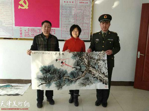 石伟、王志毅和部队领导在活动现场。