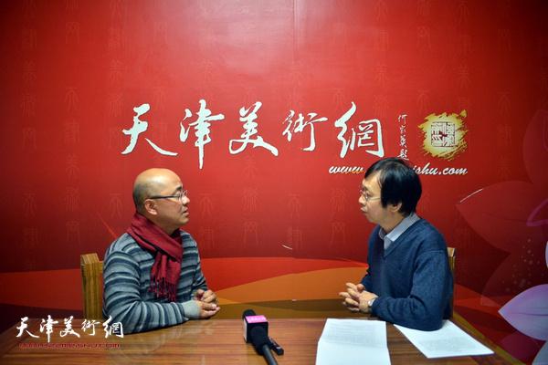 """于小冬教授做客天津美术网""""教授访谈录""""。"""