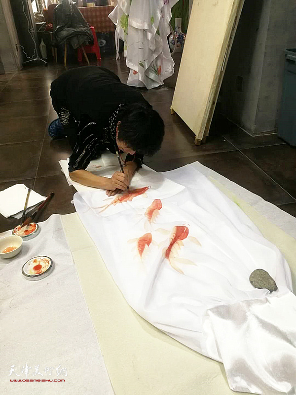 吕爱茹为西青电视台首届春节联欢晚会设计服装