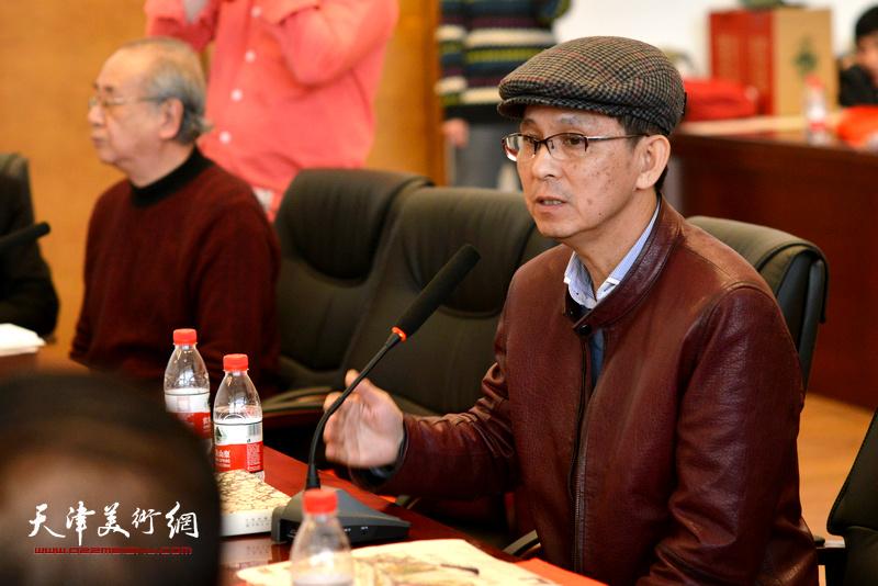 何家英在孙其峰先生书画艺术学术研讨会现场。