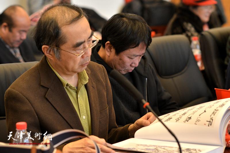 喻建十在孙其峰先生书画艺术学术研讨会现场。