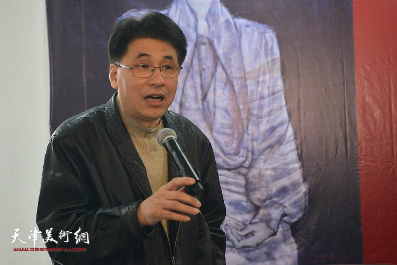 天津美术学院副院长郭振山主持画展开幕仪式。