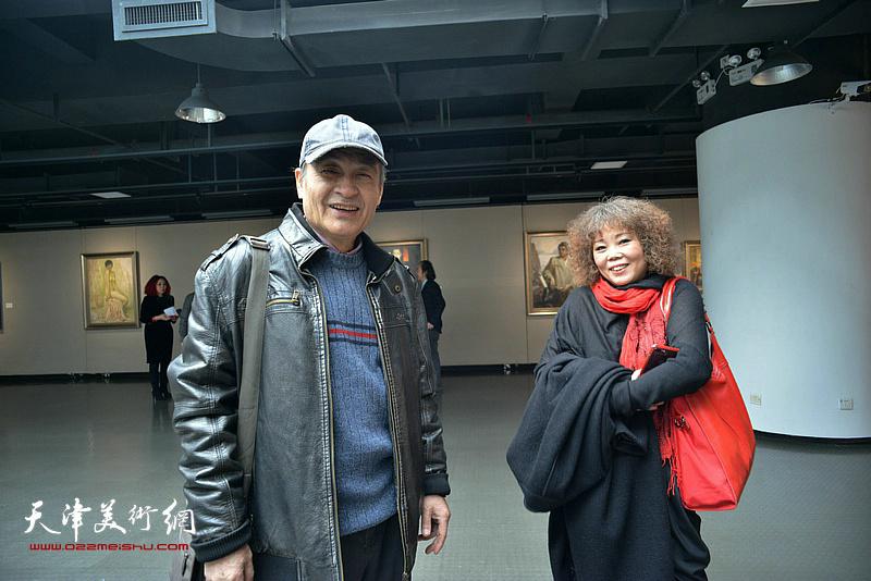 王书朋、赵新立在画展现场。