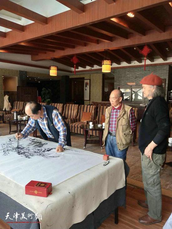 孙占元在艺术交流活动现场。