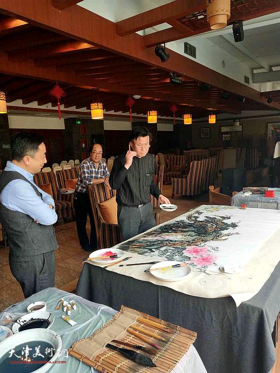 李宝志在艺术交流活动现场。